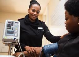 hoge bloeddruk geeft verergering op luchtwegklachten in covid-19